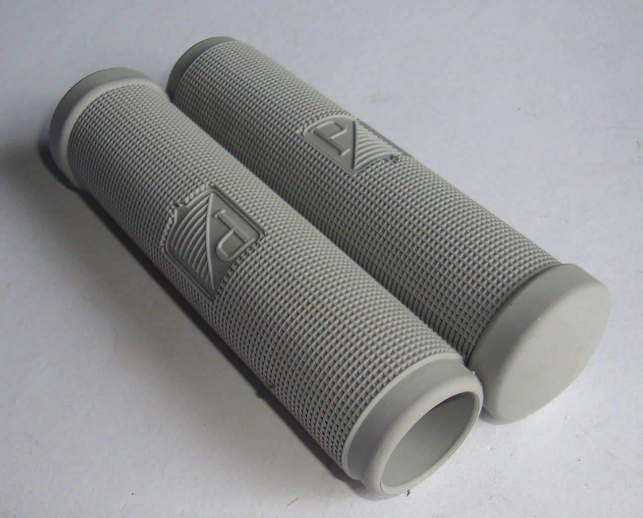 Grip, premium quality, Vespa 125 till 1957, 24 mm, grey