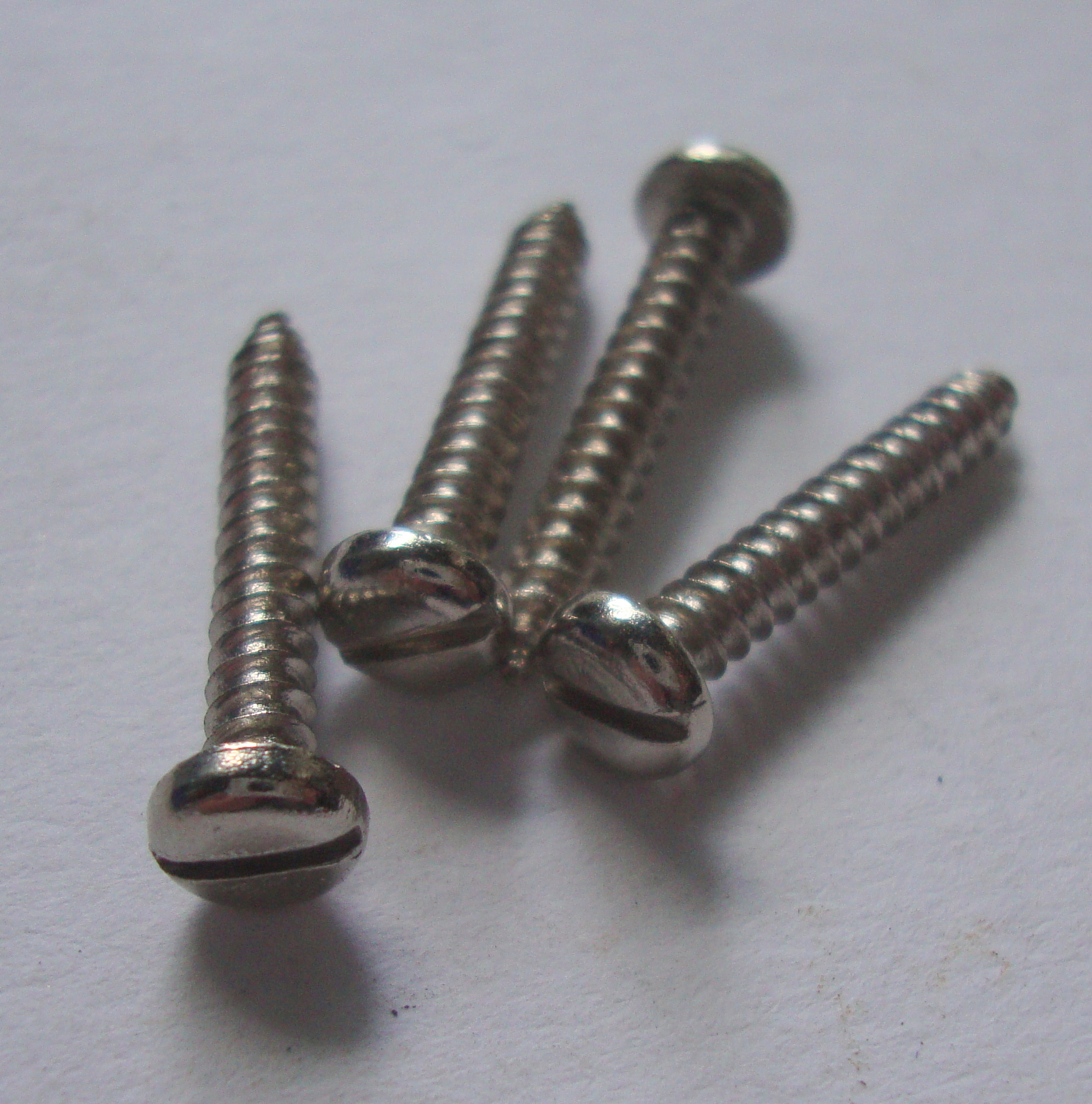 Slotted-head screw kit for horn