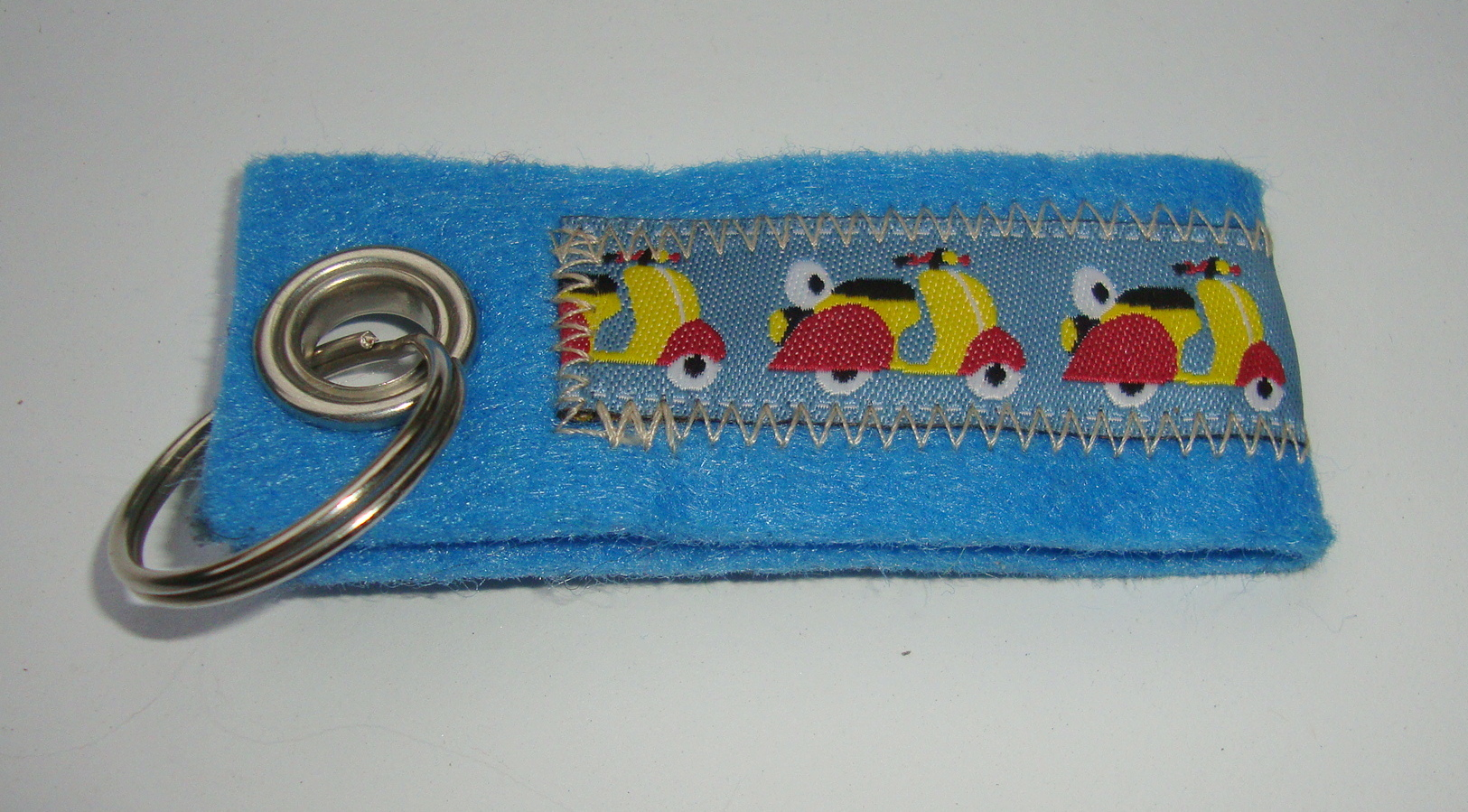 Key ring, felt, light blue, Vespa, coulerd