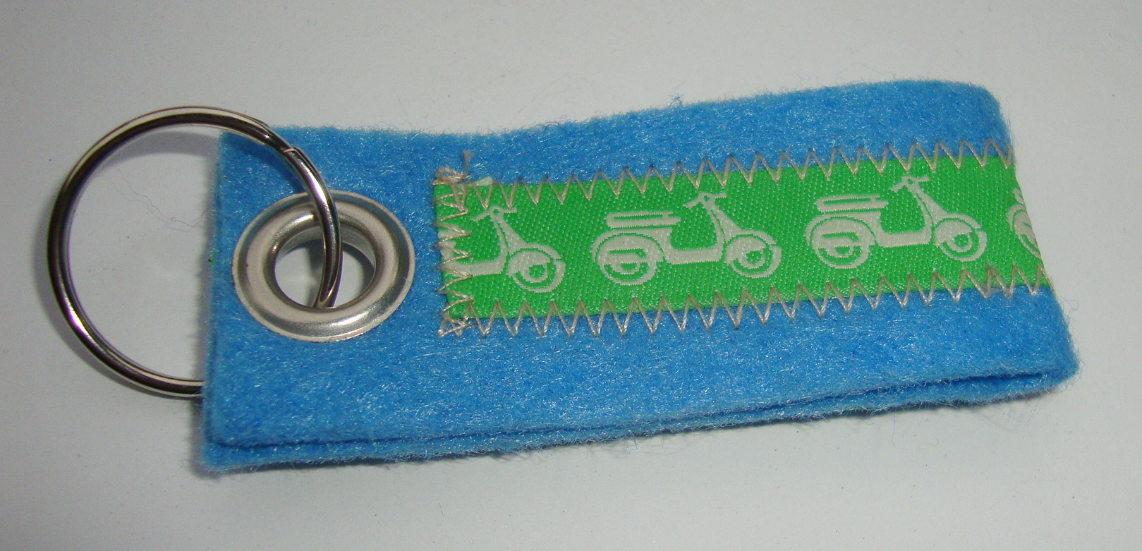 Key ring, felt, light blue, Vespa, green white
