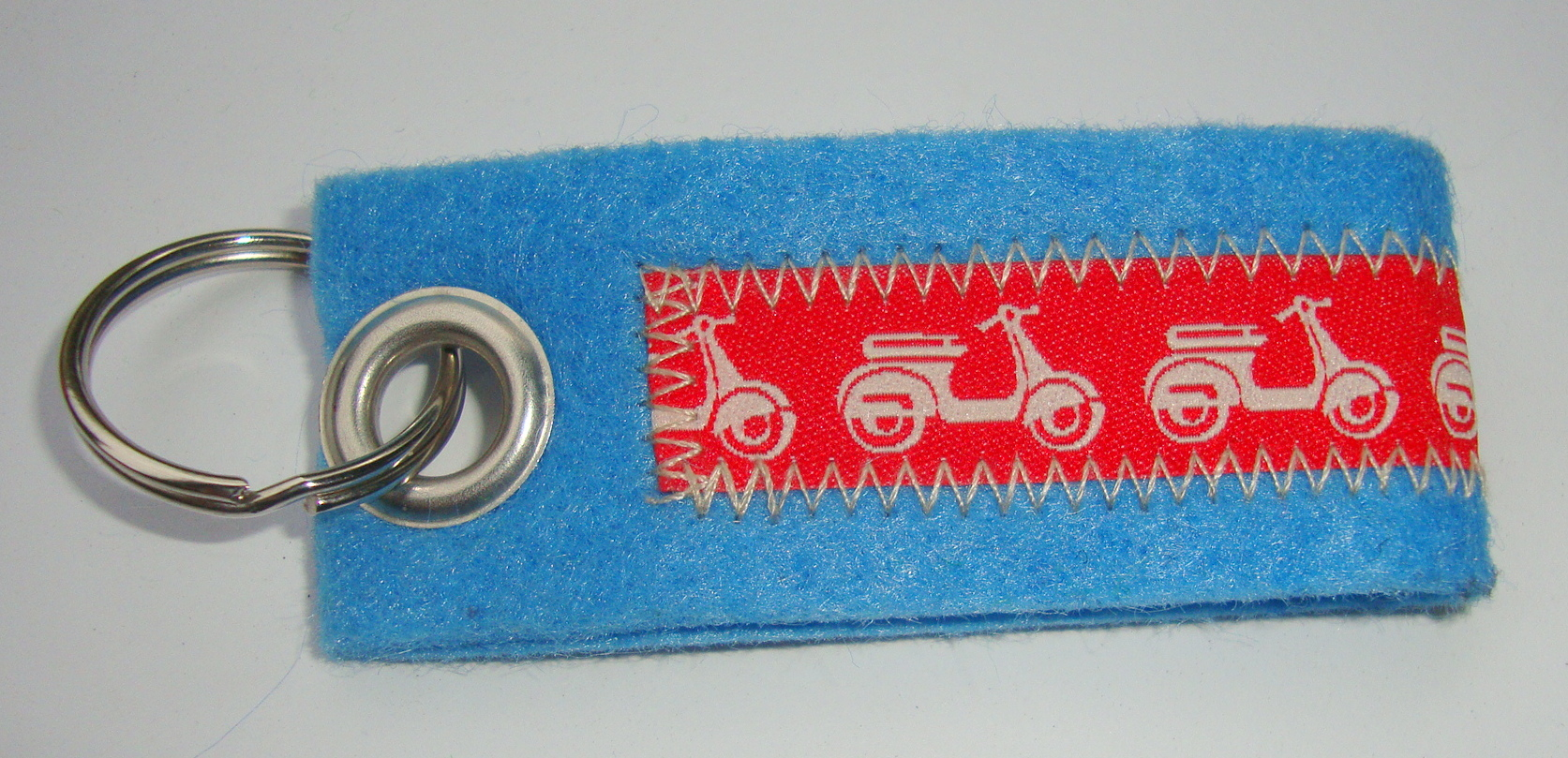 Key ring, felt, light blue, Vespa, red white
