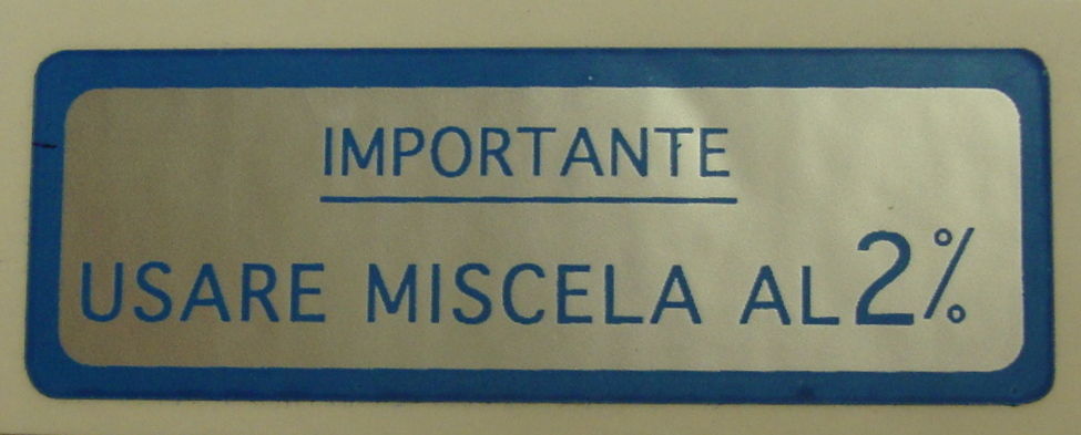 "Sticker for fuel tank "" IMPORTANTE USARE MISCELA 2%"", blue"