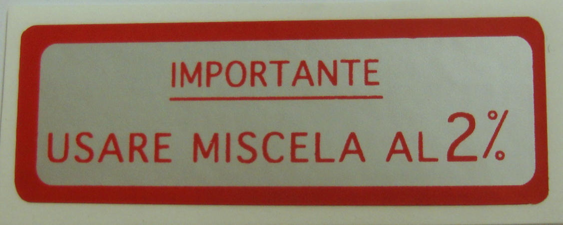 "Sticker for fuel tank "" IMPORTANTE USARE MISCELA 2%"", red"