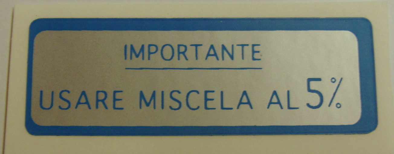 "Sticker for fuel tank "" IMPORTANTE USARE MISCELA 5%"", blue"