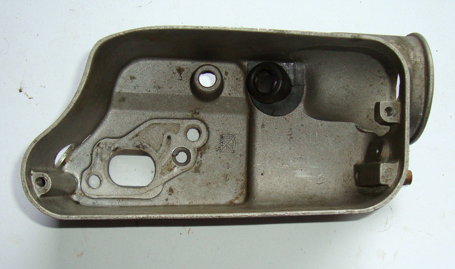 Carburettor casing / Carburettor casing cap